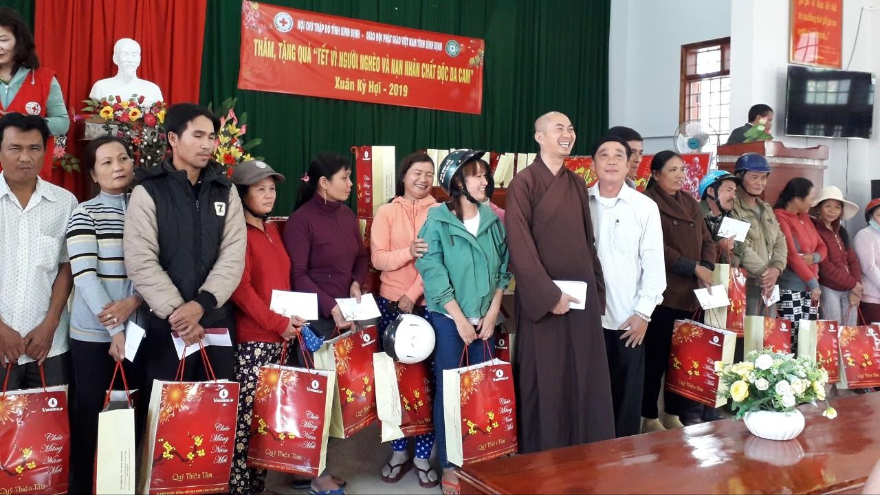 Quà tết Kỷ Hợi của Quỹ Thiện Tâm – Tập đoàn Vingroup đã đến với người nghèo.